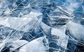 诡谲神秘的海冰奇景 碎冰不断爬上岸边