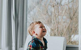 男童頭卡椅背痛哭 事件結局讓大家笑翻