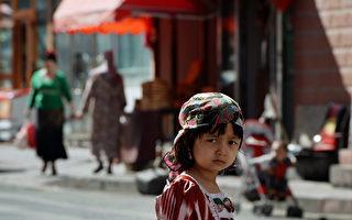 中共在新疆高调庆端午 强迫维族人吃粽子