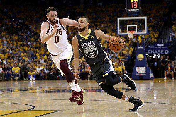 NBA總決賽:勇士輕取騎士 奪主場二連勝