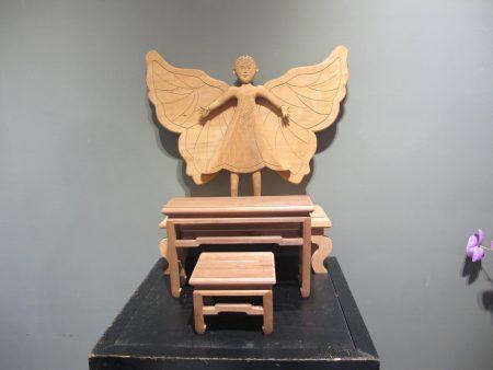 蝴蝶仙子、神明桌和八仙桌。