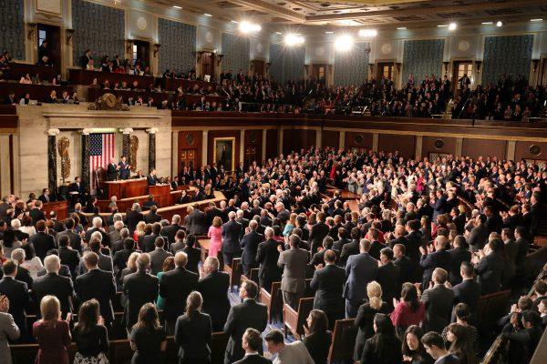 共和党赢26摇摆区 拿下民主党7个众议席