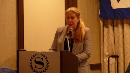 美国国家广播协会执行张Ann Noonan在六四29周年纽约纪念大会上发言。
