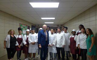 教学生厨艺 杜威高中获300万拨款