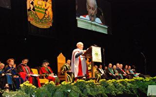 著名人权律师麦塔斯获荣誉法学博士学位