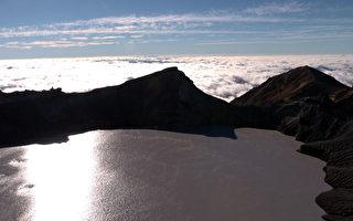 新西兰鲁阿佩胡火山口湖在冒泡 要喷发?