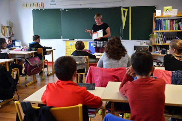 法國困難地區教師 每年可獲3千歐元獎金