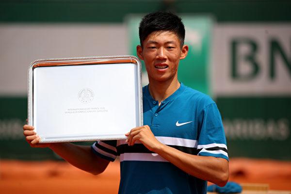 生涯第一座金盃 曾俊欣法網贏青少男單球王