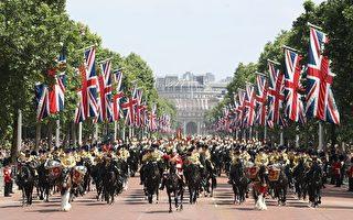 组图:英国女王生日阅兵游行