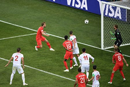 England's forward Harry Kane (2L) heads the ball and scores his second goal during the Russia 2018 World Cup Group G football match between Tunisia and England at the Volgograd Arena in Volgograd on June 18, 2018. (Photo by NICOLAS ASFOURI / AFP) / RESTRICTED TO EDITORIAL USE - NO MOBILE PUSH ALERTS/DOWNLOADS