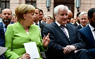 德國執政黨內部分歧加深 默克爾內外受力