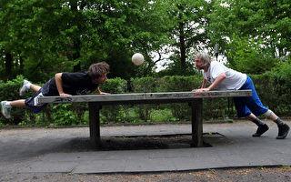 德國人愛玩這個 一起來場「頭槌乒乓球」吧!