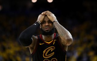 NBA骑士错失进攻时机 勇士延长赛夺胜