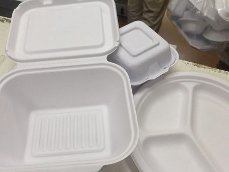 大多数中国菜都带汤汁,而且高温、高油。这些纸质饭盒只适合西餐用。