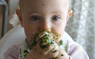 第一次品嘗蔬菜 寶寶露出厭世「菜」表情