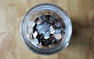 小孩手卡在花瓶里 爸爸1硬币智慧秒解
