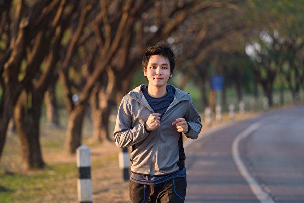 健走是「世界上最完美的運動」,可以輕鬆達到運動健身的效果。(Shutterstock)