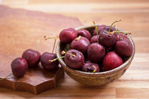 红色为火,入心,补气血,夏日以红色食物养心。(Shutterstock)