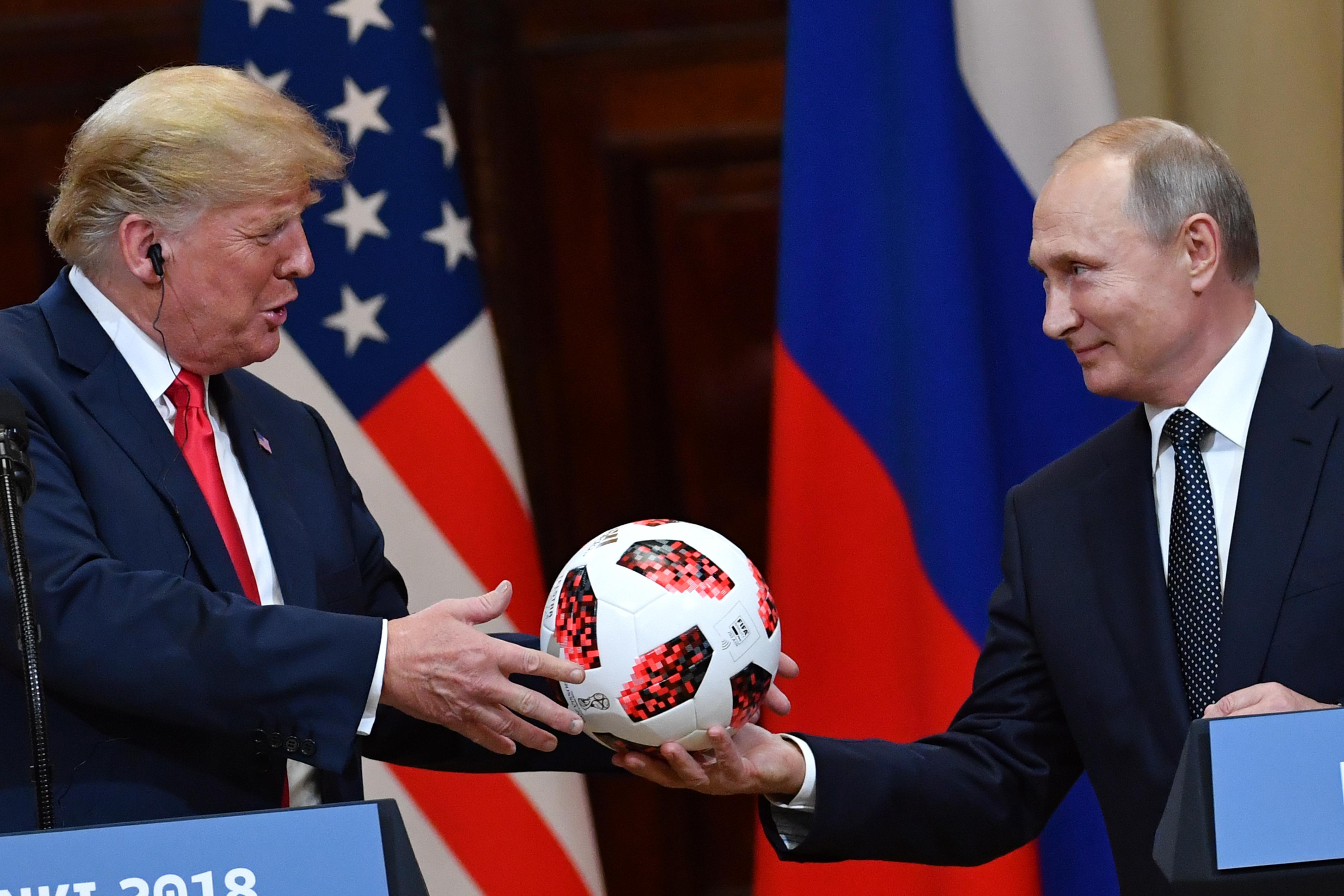普京送特朗普的足球內藏晶片 可傳送訊息