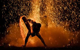 組圖:日本施放「手筒花火」 既絢爛又刺激