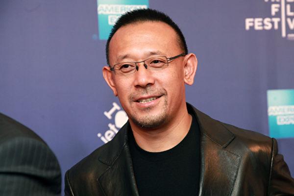 周晓辉:《邪不压正》上映 中纪委刊文有蹊跷