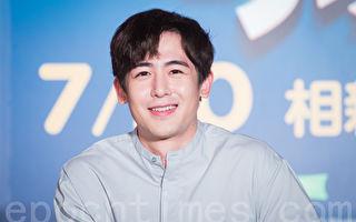 2PM尼坤不畏风雨登台 公主抱影帝秀臂力