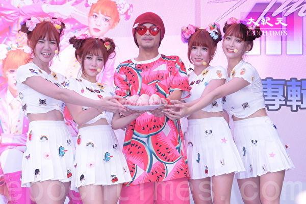 「AMOi AMOi」台北簽唱會 黃明志帶豬腳站台