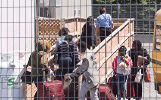 难民问题棘手 联邦与安省争端加剧
