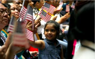 外国人成为美国公民 申请费用将提高83%