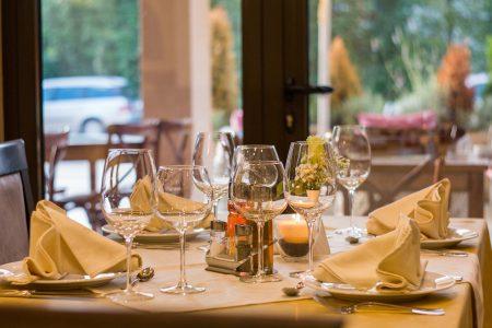父亲节吃大餐是重要节目之一,大饭店餐厅尤其是星级或曾获米其林肯定的饭店餐厅订位夯,一位难求。
