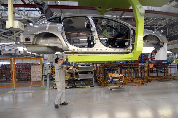 中國車市急凍 銷量創史上最大降幅