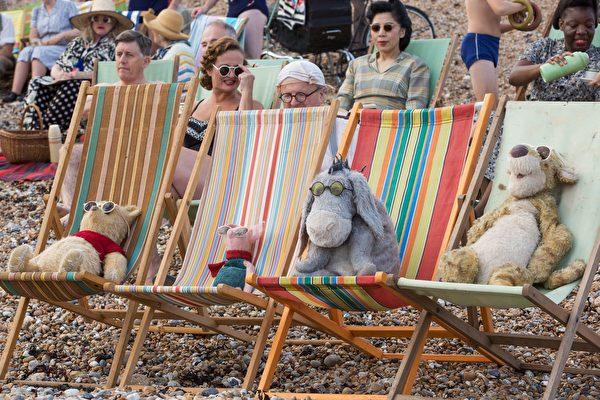 小熊维尼与猪朋驴友亮相 提醒人类单纯的美好