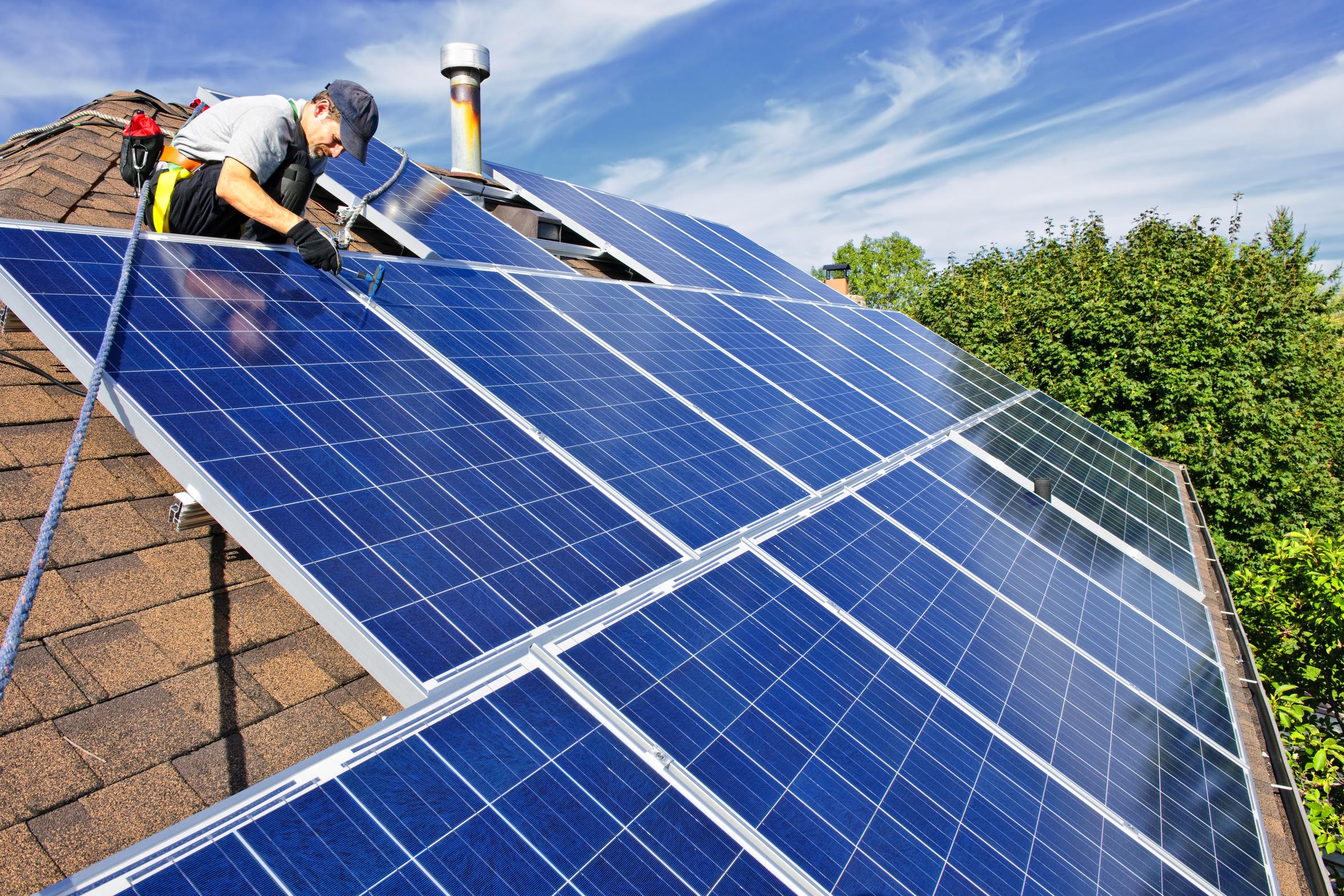 至今尚未獲得美國政府的批准,深圳能源集團有限公司周三(8月8日)表示,放棄收購美國三個太陽能發電站的計劃。圖為太陽能資料圖。(Fotolia)