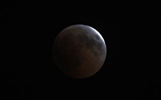 火星冲日遇本世纪最长月全食 欧亚齐观血月