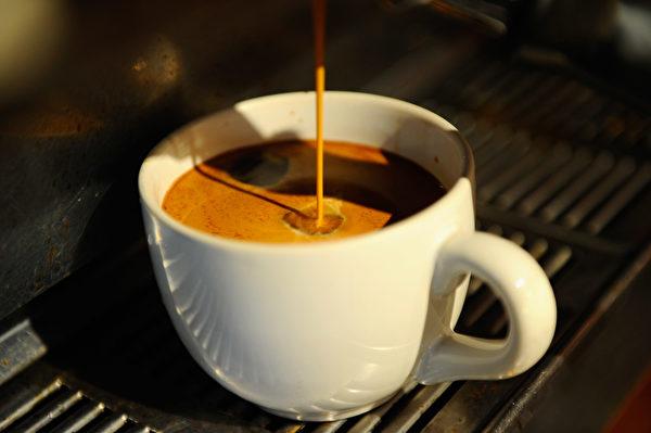 一杯香濃的咖啡含有多種抗氧化物,對預防癌症、心血管疾病、失智症及第二型糖尿病都有幫助。(Kevork Djansezian/Getty Images)