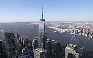 罕见照片:闪电击中纽约世贸一号大楼尖顶