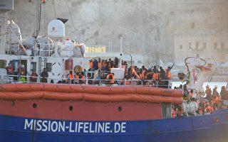 停泊遭拒 難民救援船駛往西班牙巴塞羅那