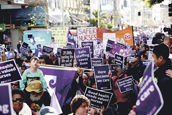 护士还是罢工了 涨工资不是最关键