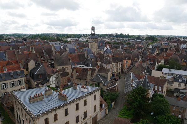 组图:法国简朴女修道院里珍藏无价宝藏