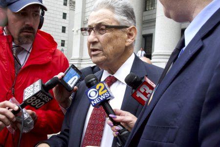 紐約前眾議長蕭華因貪污被判七年,27日從法庭出來。