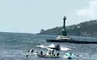 高雄一港口货轮撞翻2小船1人溺毙