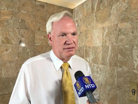 第11选区州参议员艾维乐(Tony Avella)接受采访表示,他以自己的政绩、以服务社区、以帮助民众去面对竞选。