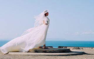 婚禮入場超經典 新娘像仙女般「飛」了起來