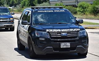 惊险!警察围捕抢劫犯 行车记录器全都录