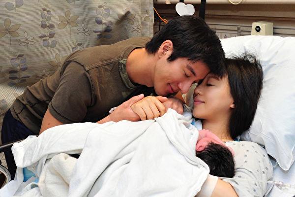 王力宏喜迎男娃 與妻感動合照報平安