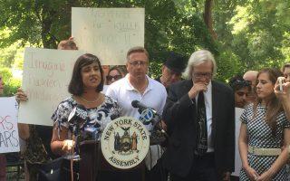 杀害列侬凶手下周假释 州众议员集会反对
