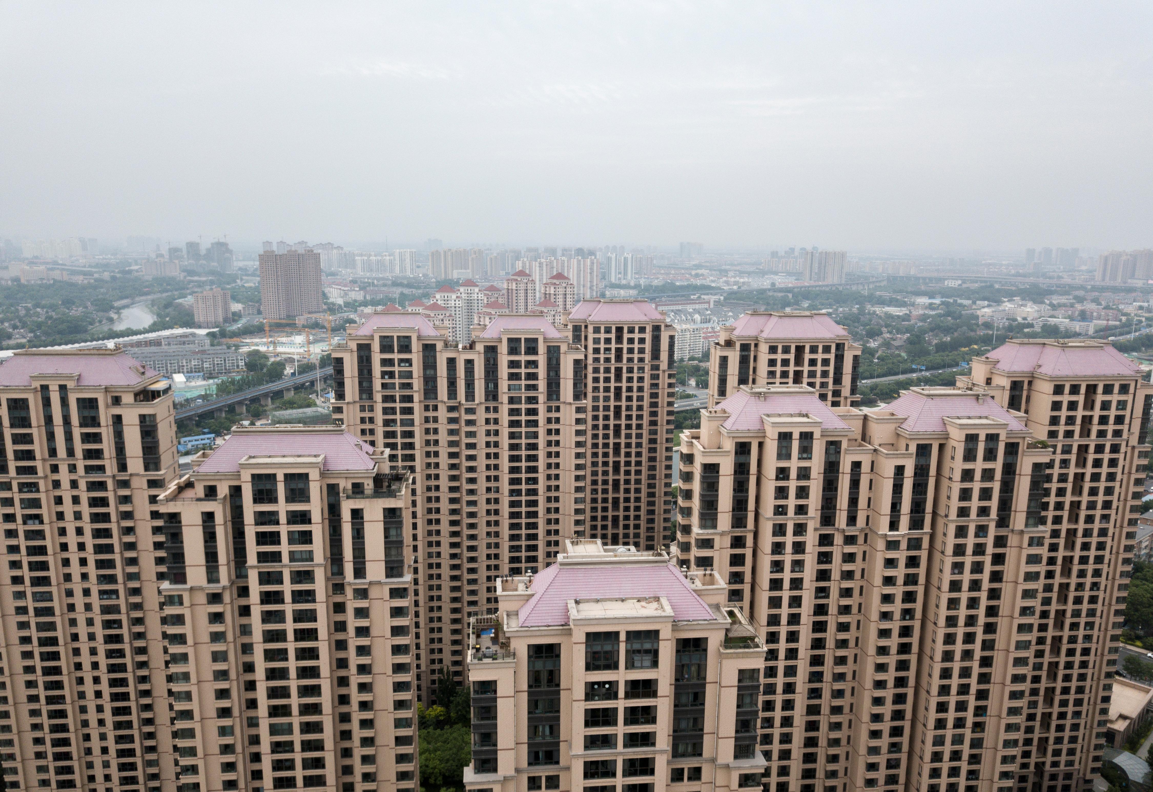 北京二手住宅價格連續6個月下跌,有的直接砍價300萬元,名校學區房也出現百萬降幅。圖為示意照。(AFP)
