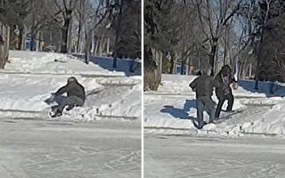 冰滑小坡藏危险 好心青年援手失足老人