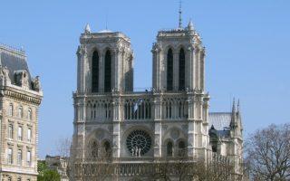 法圣母院建筑濒危 游客:维护遗产世界有责