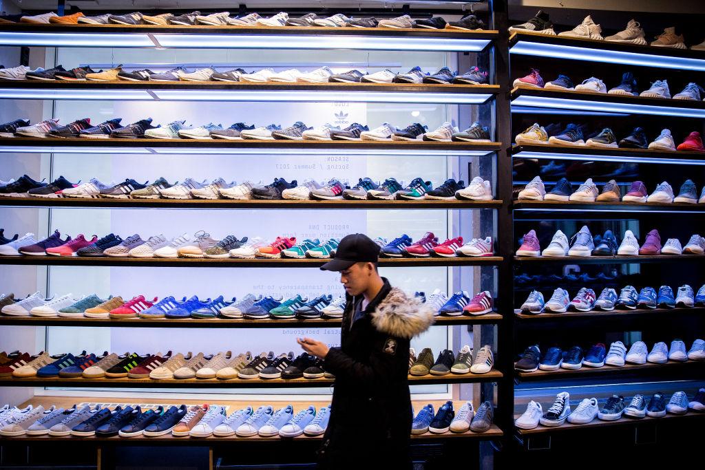 近幾年球鞋市場火熱,耐克空中飛人球鞋Nike Air Jordans在鞋履界中,極為耀眼。 (Maja Hitij/Getty Images)